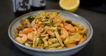 Recette des nouilles sautées crevettes à l'ail