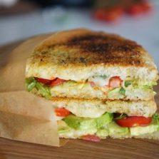 croque veggie avocat tomate mozzarella